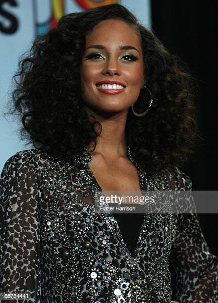 Singer Alicia Keys poses in the press room during the 2009 BET Awards held at the Shrine Auditorium on June 28 2009 in Los Angeles California