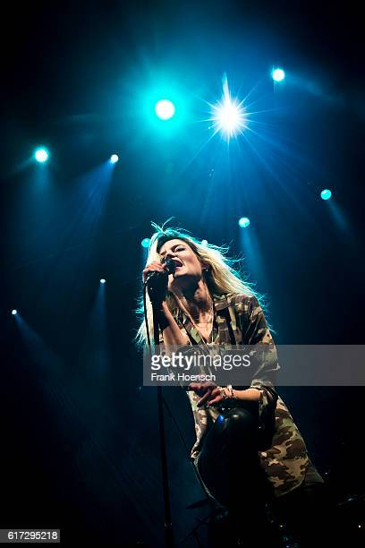 Singer Alison Mosshart of the BritishAmerican band The Kills performs live during a concert at the Tempodrom on October 22 2016 in Berlin Germany