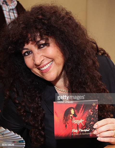 Singer Amanda Miguel attends a press conference for her new album Feliz Navidad A Toda La Humanidad at Universal Music on September 23 2008 in Mexico...