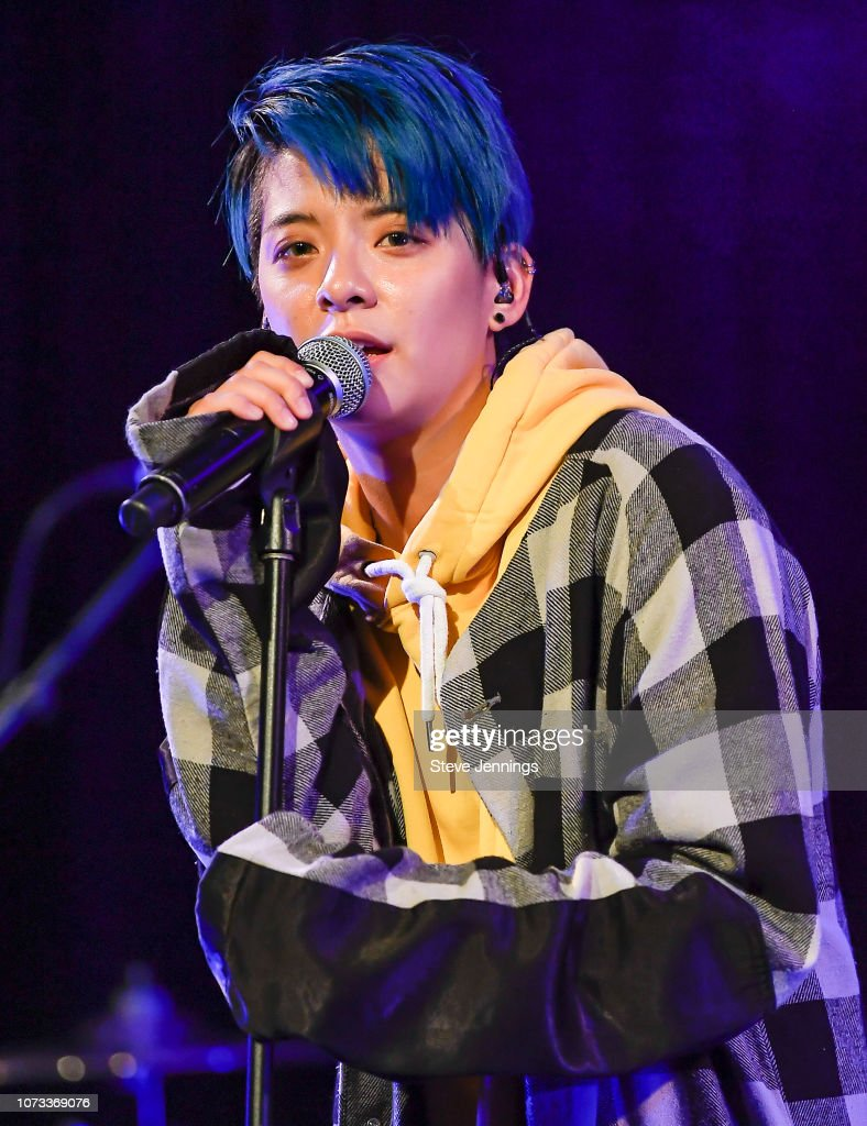 Discussion on this topic: Ronald Colman (1891?958), amber-liu-singer/