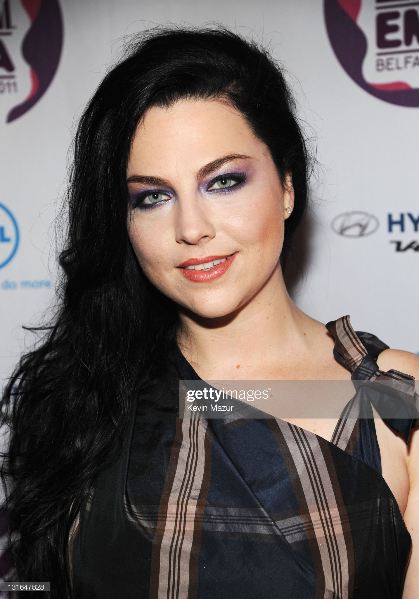 DEBATE sobre guapura de famosos y famosas - Página 5 Singer-amy-lee-of-evanescence-attends-the-mtv-europe-music-awards-at-picture-id131647828?s=2048x2048