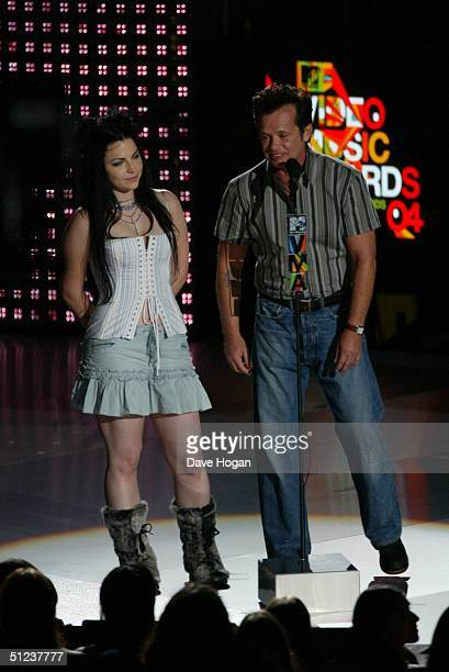 Singer Amy Lee of Evanescense and John Mellencamp present an award at the 2004 MTV Video Music Awards at the American Airlines Arena August 29 2004...