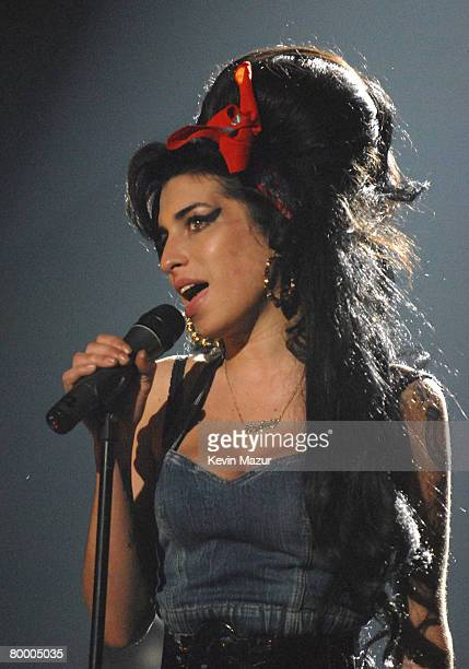 Singer Amy Winehouse performs at the 2007 MTV Europe Awards at Olympiahalle on November 1 2007 in Munich