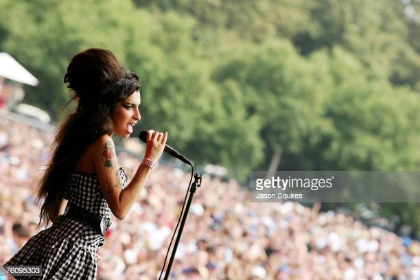 Singer Amy Winehouse performs on the Bud Light stage at Lollapalooza 2007 in Grant Park on August 5 2007 in Chicago Illinois