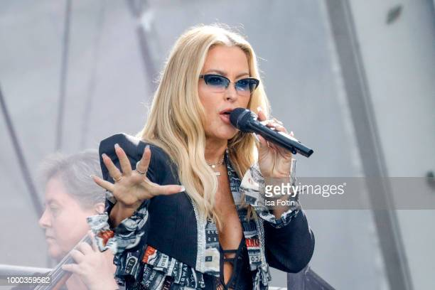 US singer Anastacia performs on stage during the Thurn Taxis Castle Festival 2018 on July 16 2018 in Regensburg Germany