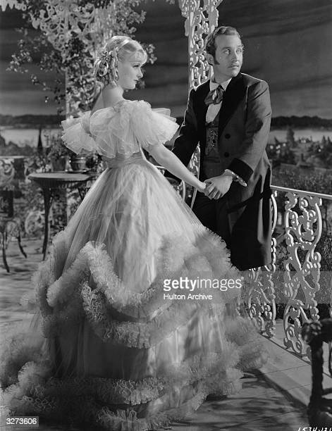 Singer and actor Bing Crosby and actress Joan Bennett in a scene from the film 'Mississippi' directed by A Edward Sutherland for Paramount