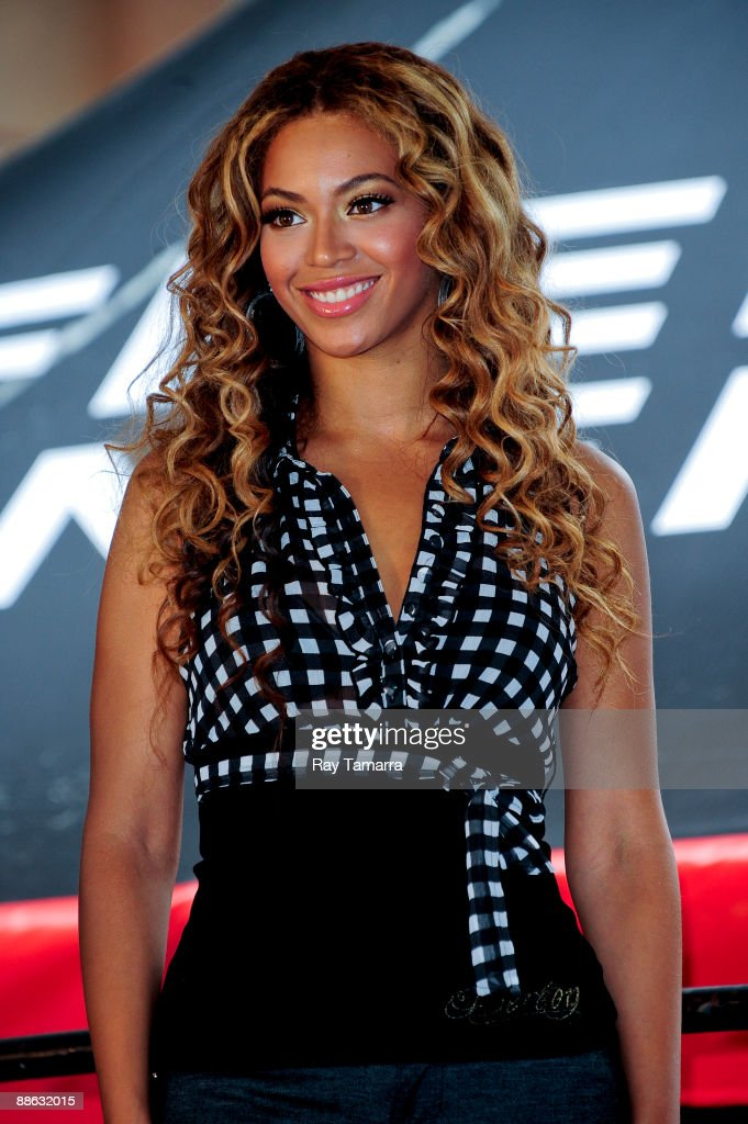 Singer and actress Beyonce Knowles poses for photos outside Madison Square Garden on June 22, 2009 in New York City.