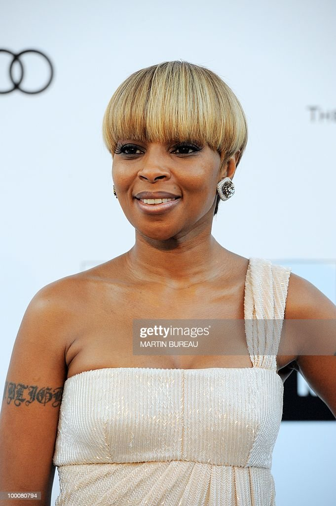 US singer and actress Mary J. Blige pose