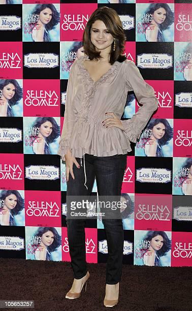 selena gomez naked on her knees