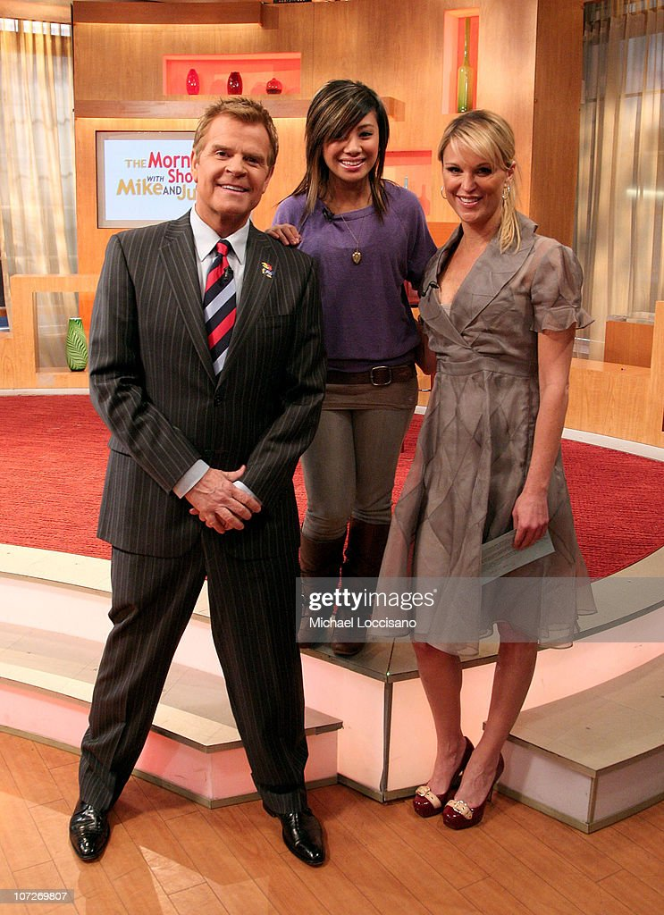 """Ramiele Malubay and Brittany Snow Visit """"The Morning Show with Mike and Juliet"""" - April 8, 2008 : News Photo"""