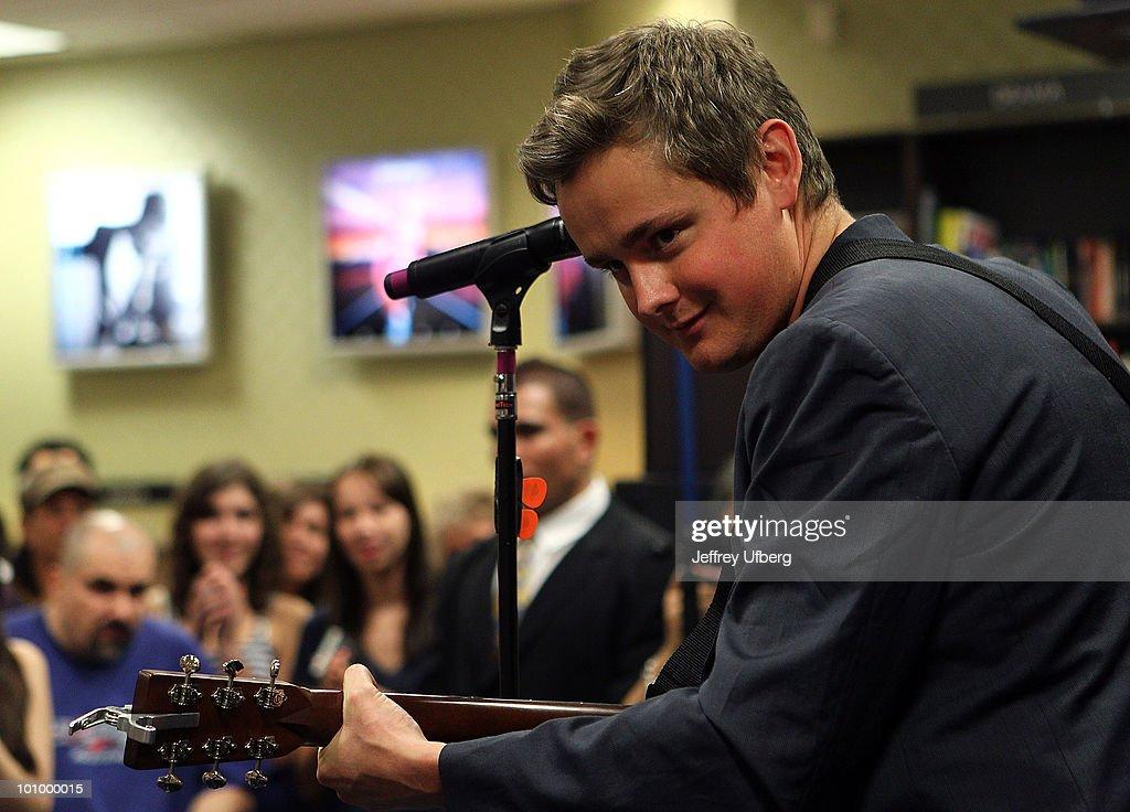 "Keane Promotes ""Night Train"" - May 26, 2010"