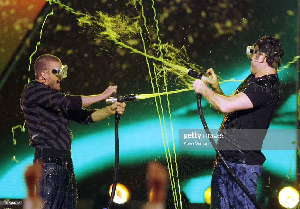 Singer and host Justin Timberlake (L) and actor Vince Vaughn get slimed at Nickelodeon's 20th Annual Kids' Choice Awards at UCLA's Pauley Pavilion on March 31, 2007 in Westwood, California.