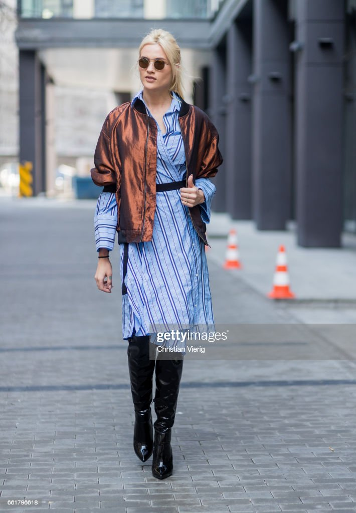 Street Style In Warsaw - March 2017 : News Photo