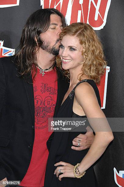 Singer and musician Dave Grohl and wife Jordyn Blum arrive at the 3rd annual VH1 Rock Honors The Who concert in Los Angeles