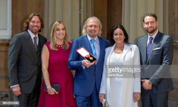 Singer and songwriter Barry Gibb with his wife Linda and children Michael Alexandra and Ashley at Buckingham Palace London after he was knighted by...