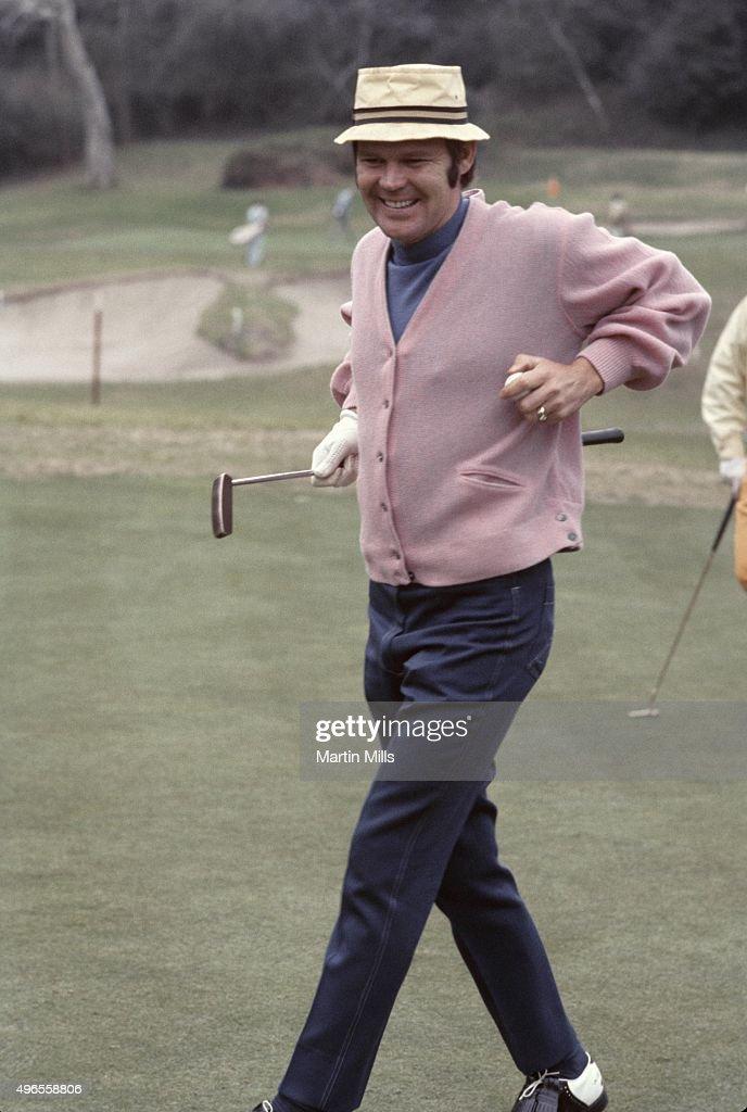Glen Campbell Plays Golf : News Photo