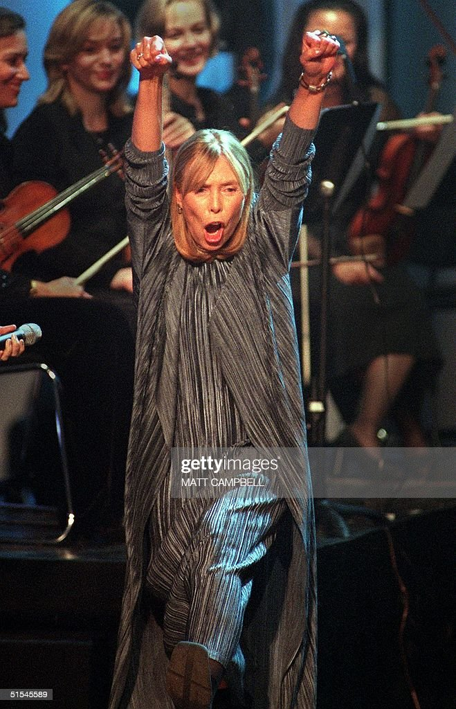 Singer and songwriter Joni Mitchell reacts to the crowd's ovation after the finale of Turner Network Television's 'All-Star Tribute to Joni Mitchell' at the Hammerstein Ballroom 06 April, 2000 in New York City. The event featured numerous singers and musicians performing Mitchell songs. AFP PHOTO Matt CAMPBELL