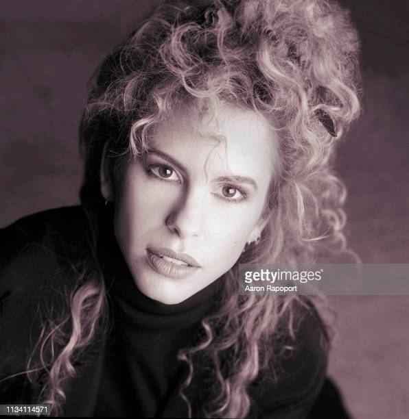 Singer and songwriter Vonda Shepard poses for a portrait circa 1989 in Los Angeles, California