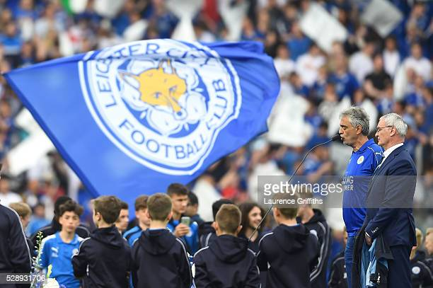 Singer Andrea Bocelli performs while Claudio Ranieri Manager of Leicester City stand next to him prior to the Barclays Premier League match between...