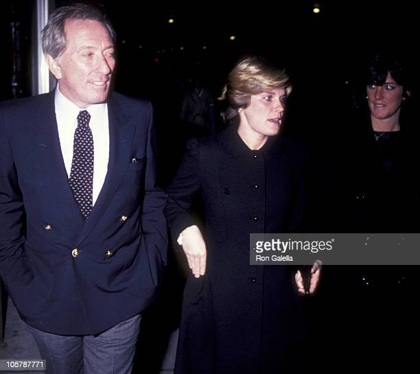 Singer Andy Williams Lori Wright and daughter Noelle Williams attend Jane Wooster Scott Art Exhibit Opening on December 7 1982 at Grand Cetral Art...