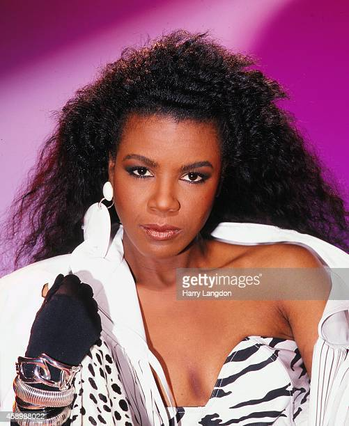 Singer Angela Winbush poses for a portrait in 1989 in Los Angeles California