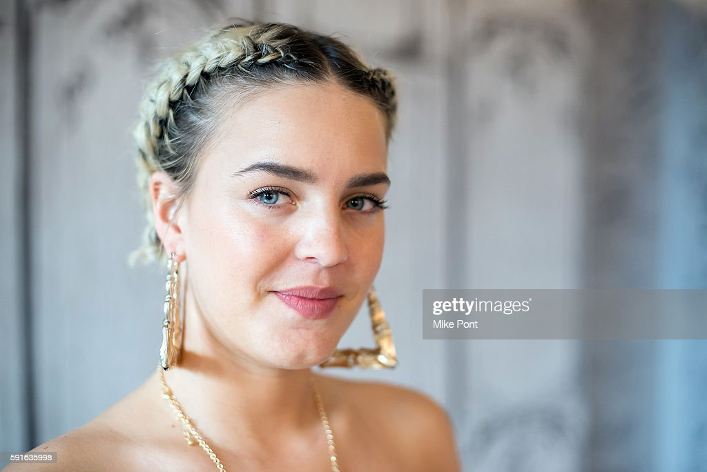 """AOL Build Presents Anne-Marie Discussing Her New Single """"Alarm"""" : ニュース写真"""