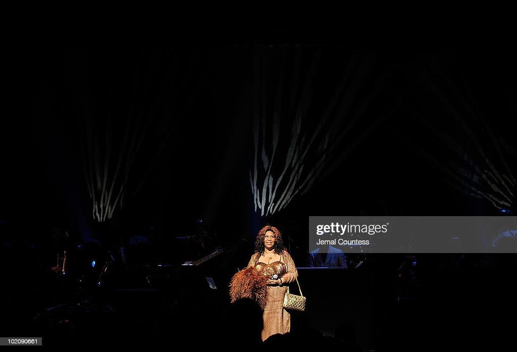 2010 Apollo Theater Spring Benefit Concert & Awards Ceremony - Show : News Photo