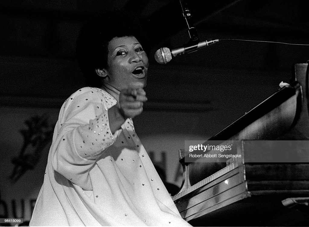 Aretha Performing At The Cook County Jail : News Photo