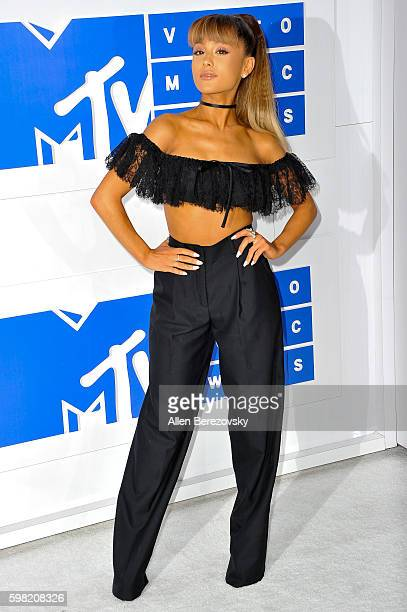 Singer Ariana Grande arrives at the 2016 MTV Video Music Awards at Madison Square Garden on August 28 2016 in New York City
