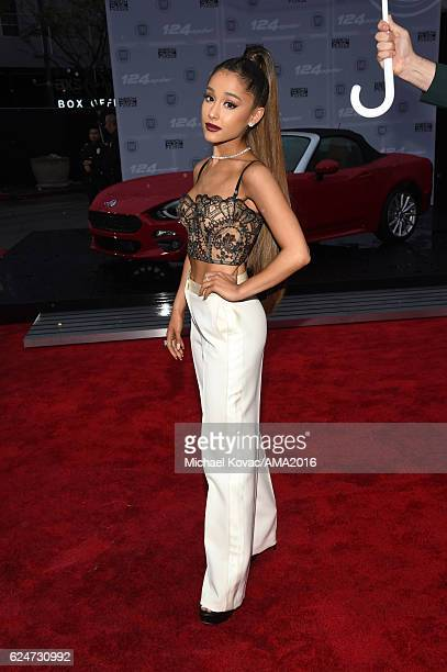 Singer Ariana Grande attends the 2016 American Music Awards Red Carpet Arrivals sponsored by FIAT 124 Spider at Microsoft Theater on November 20 2016...