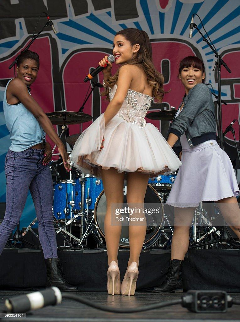 USA - Music - Ariana Grande performs in Boston : News Photo