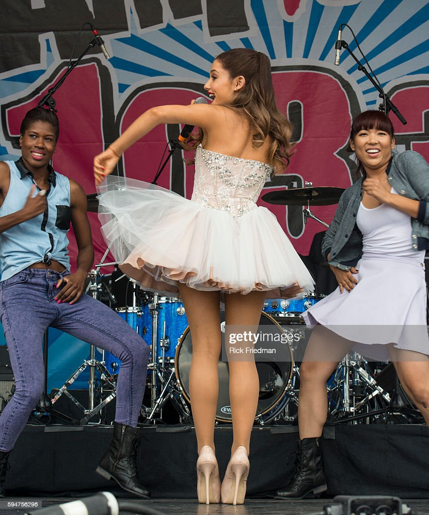 USA - Music - Ariana Grande performs in Boston : News Photo