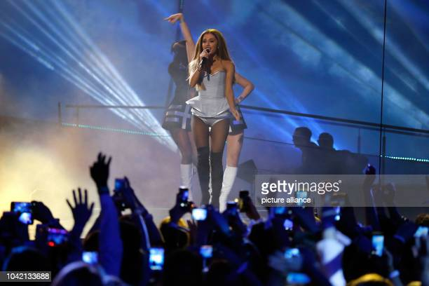 Singer Ariana Grande performs during the 20th MTV EMA show in Glasgow UK on 09 November 2014 Photo Hubert Boesl NOWIRESERIVCE | usage worldwide