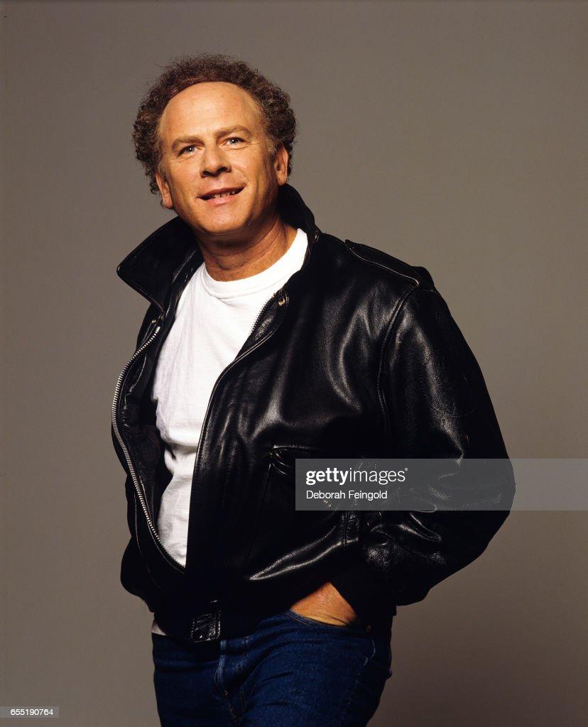 Singer Art Garfunkel poses in January 1993 in New York City, New York.