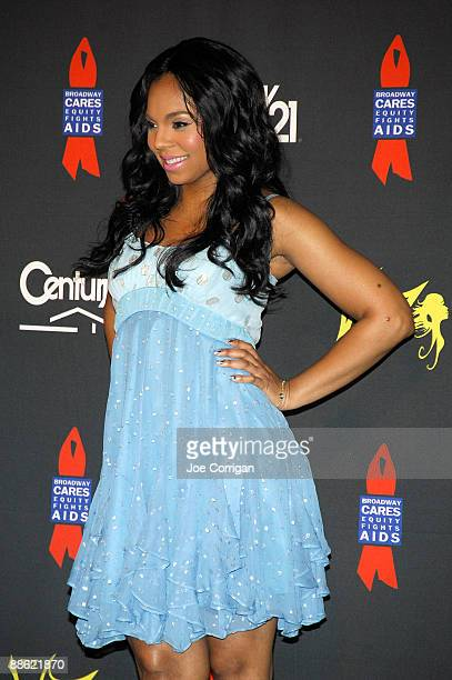 Singer Ashanti attends a check presentation to the Century 21 Path to Your Dreams Sweepstakes Winners at Grand Central Terminal on June 22 2009 in...