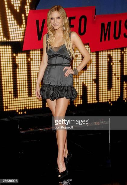 Singer Ashlee Simpson arrives at the MTV Video Music Awards in the Palms Casino Resort on September 9, 2007 in Las Vegas, Nevada.