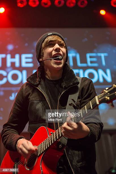 Singer Austin Mahone performs at the Z100 CocaCola All Access Lounge at Hammerstein Ballroom on December 13 2013 in New York City