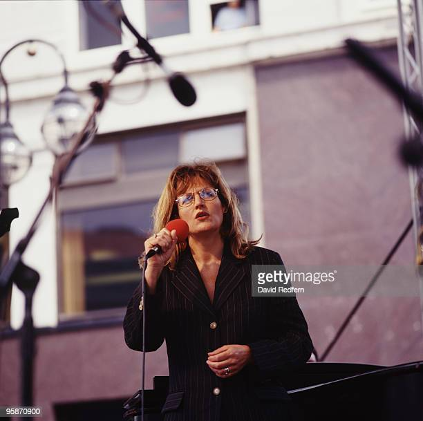 Singer Barbara Dickson performs on stage in 1995