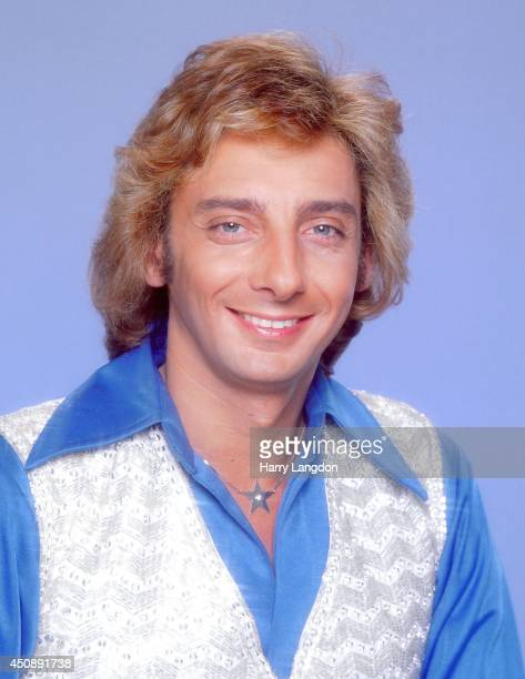 Singer Barry Manilow poses for a portrait in 1983 in Los Angeles California