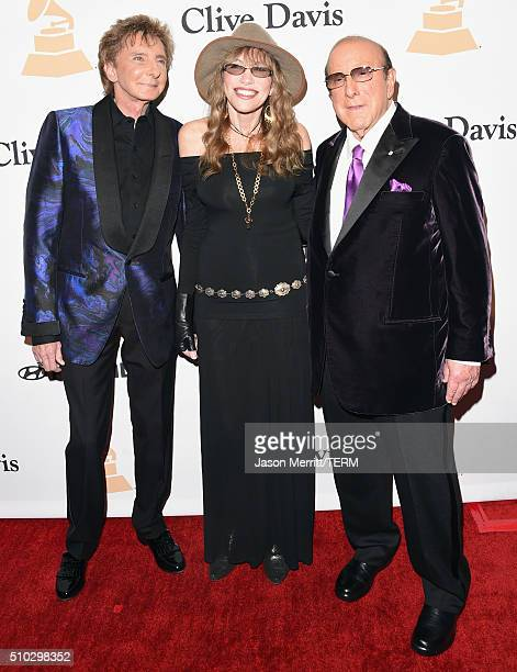 Singer Barry Manilow singer Carly Simon and host Clive Davis attend the 2016 PreGRAMMY Gala and Salute to Industry Icons honoring Irving Azoff at The...