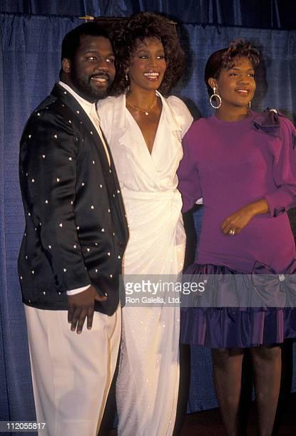 Singer BeBe Winans singer Whitney Houston and singer CeCe Winans attends the United Negro College Fund's 46th Annual Awards Dinner/Frederick D...