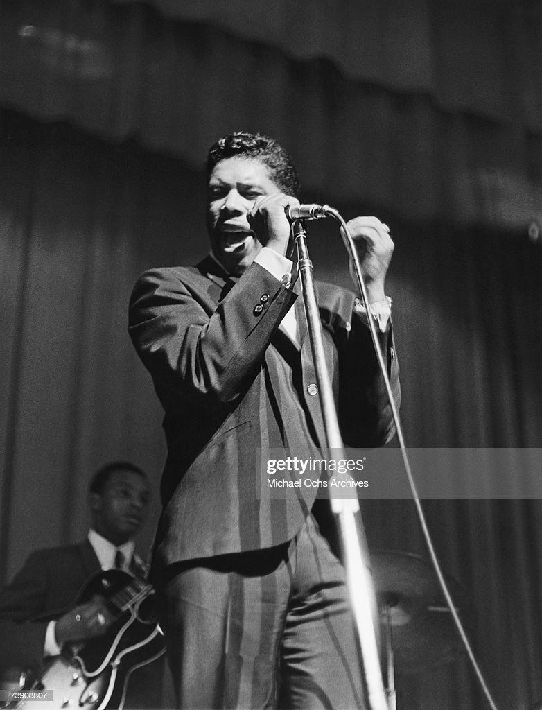 Ben E. King Performing At The Apollo : Fotografía de noticias