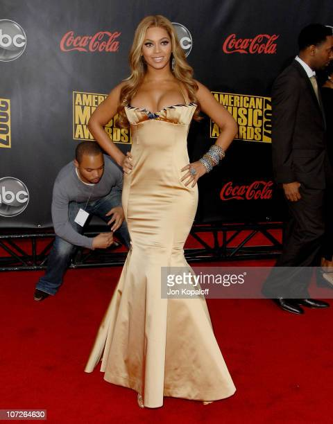 Singer Beyonce arrives at the 2007 American Music Awards at the Nokia Theatre on November 18 2007 in Los Angeles California