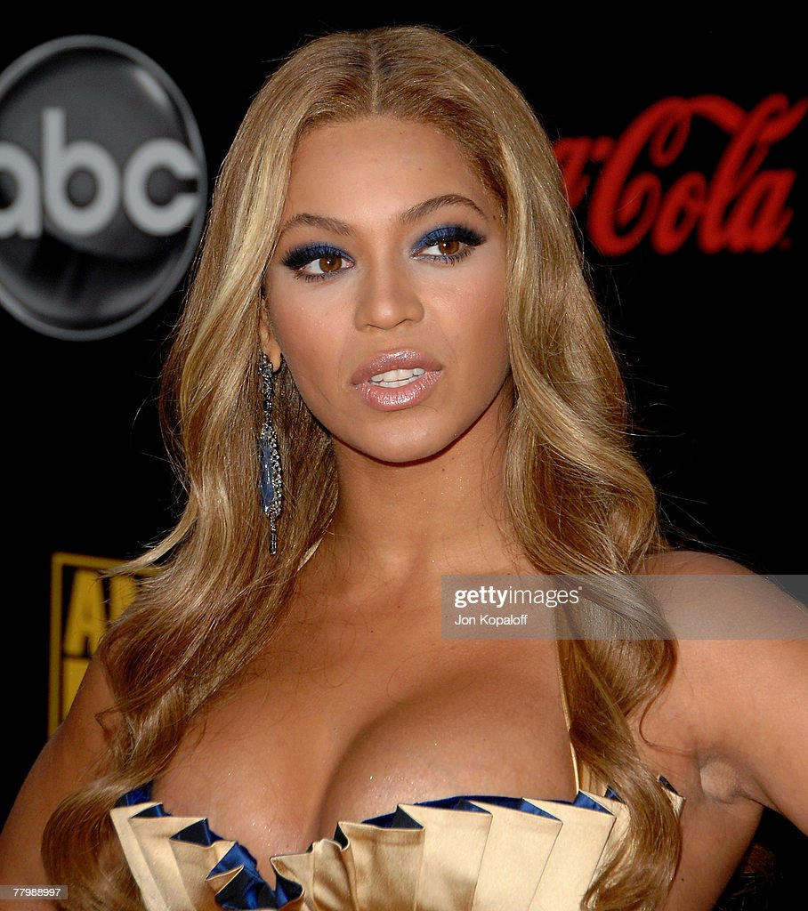 2007 American Music Awards - Arrivals : News Photo