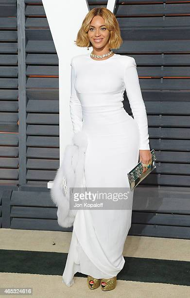 Singer Beyonce arrives at the 2015 Vanity Fair Oscar Party Hosted By Graydon Carter at Wallis Annenberg Center for the Performing Arts on February 22...