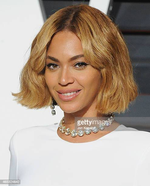Singer Beyonce arrives at the 2015 Vanity Fair Oscar Party Hosted By Graydon Carter at Wallis Annenberg Center for the Performing Arts on February...