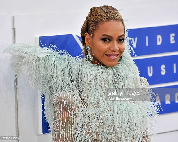 Singer Beyonce arrives at the 2016 MTV Video Music Awards at Madison Square Garden on August 28 2016 in New York City
