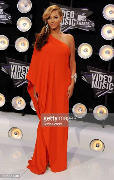 Singer Beyonce arrives at the The 28th Annual MTV Video Music Awards at Nokia Theatre LA LIVE on August 28 2011 in Los Angeles California