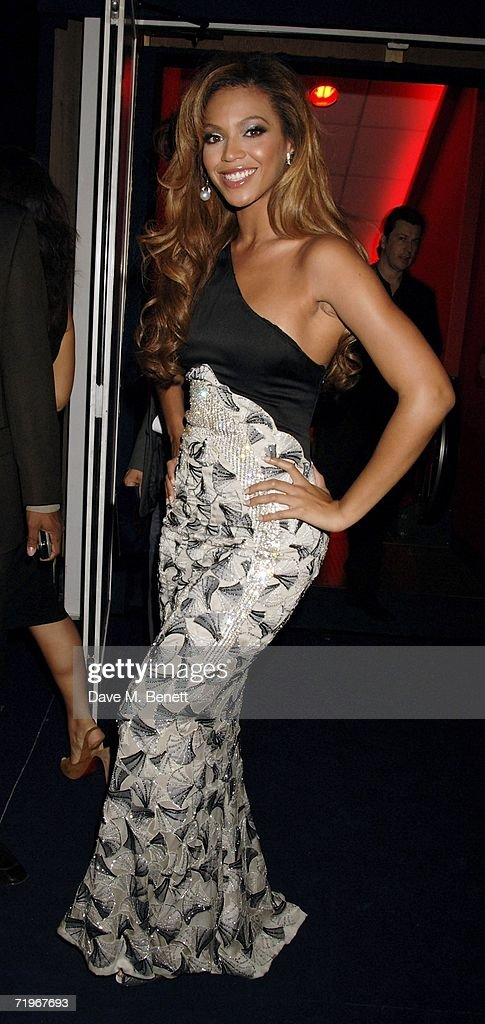 Singer Beyonce attends the fashion show and party to celebrate the launch of Emporio Armani RED collection, at Earls Court on September 21, 2006 in London, England.
