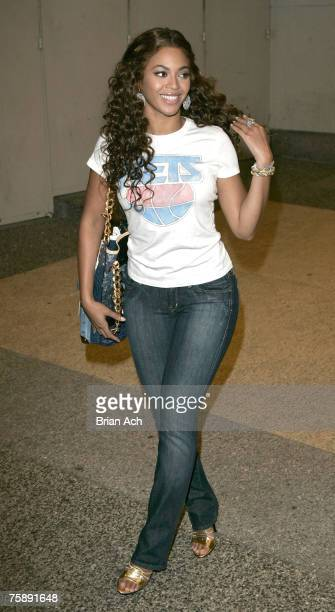 """Singer Beyonce departs MTV's """"TRL"""" July 31, 2007 outside MTV Studios in Times Square, New York City."""